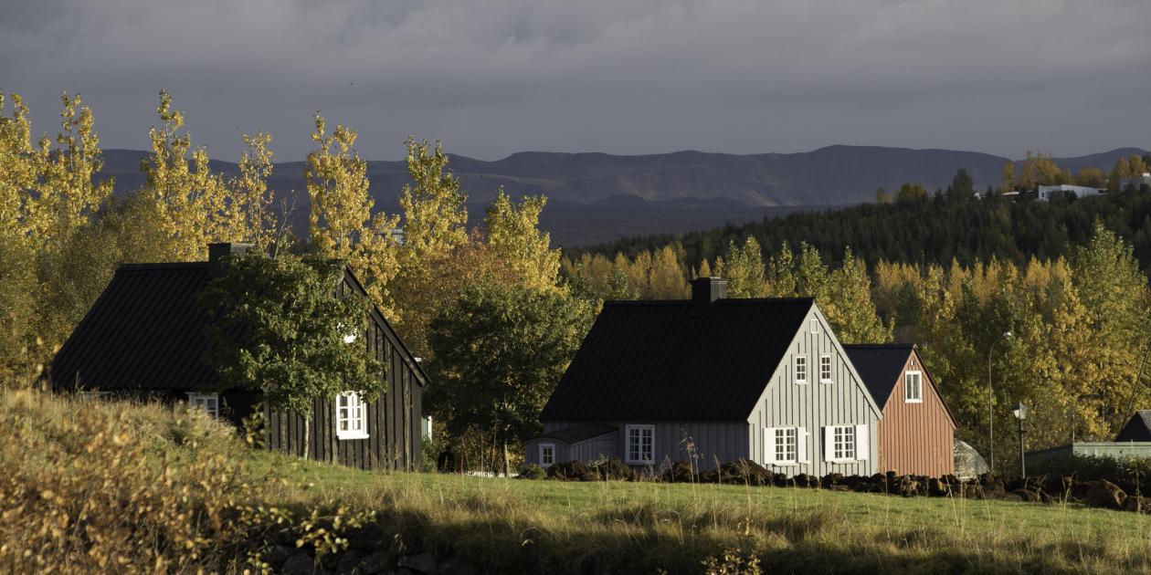 Mynd tekin að haustlagi af þremur húsum á Árbæjarsafni.