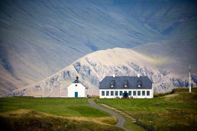 Viðeyjarstofa um vetur; Viðey House during the winter.