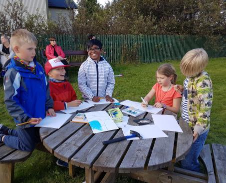 Börn í Árbæjarsafni, Children in Árbær Open Air Museum Reykjavík